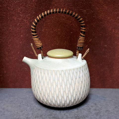 Incised Dobin Kettle