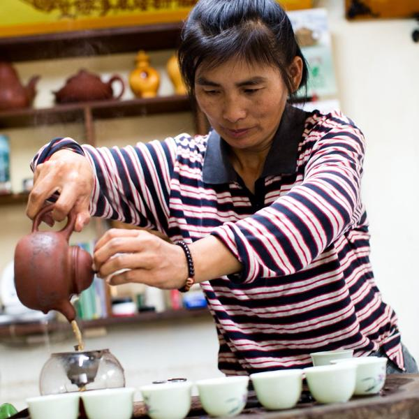 Mrs. Su pouring a tasting!