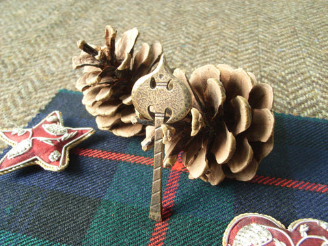 """Battle Axe"" - Scottish Kilt Pin in Bronze"
