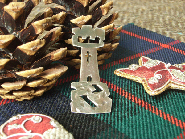 """Castle"" - Scottish Kilt Pin in Bronze"