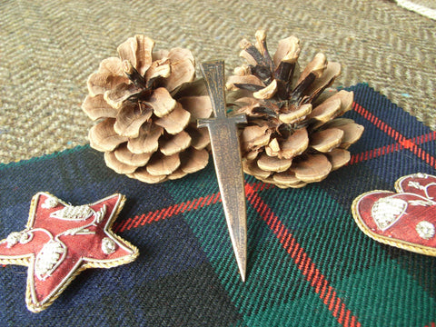 """Dagger"" - Scottish Kilt Pin in Bronze"