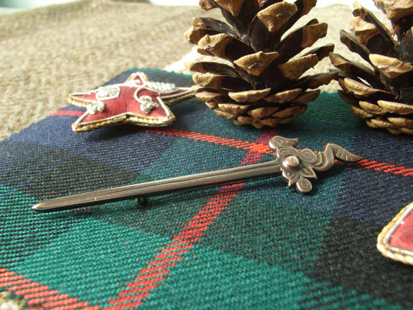 """Maeshowe"" - Scottish Kilt Pin in Bronze - Winged Sword"