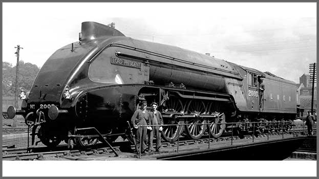 """Hornby R3985 Class P2 2-8-2 2003 """"Lord President"""" with streamlined nose in LNER green"""