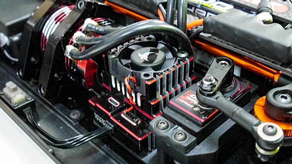 Electric motor, esc, battery units in an RC truck/truggy