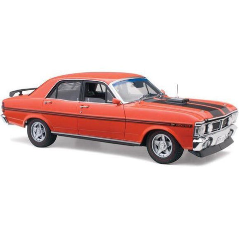 CLASSIC CARLECTABLES 1:18 Ford XY Vermillion Fire