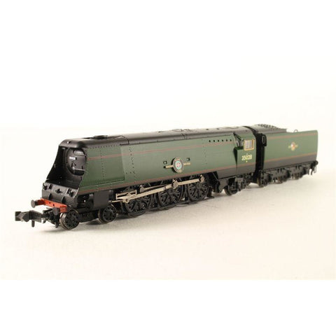 GRAHAM FARISH Merchant Navy Class 35028 'Clan Line' BR Gree