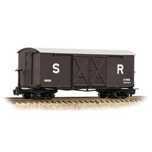 BACHMANN NARROW GAUGE OO9 Covered Goods Wagon SR Brown