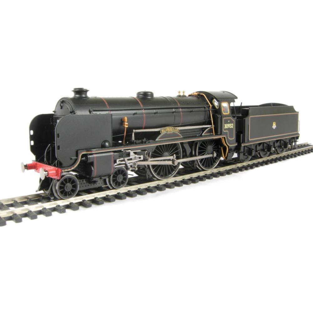 "HORNBY Class V Schools 4-4-0 30932 ""Blundell's"" in BR black with standard tender - Hearns Hobbies Melbourne - HORNBY"