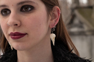 mini magpie earrings - black