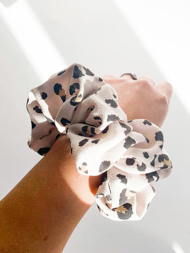LEOPARD PRINT SILK SCRUNCHIE - Feathers and Stone