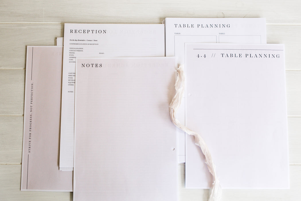 Printable Wedding planner / organiser and the perfect engagement gift.