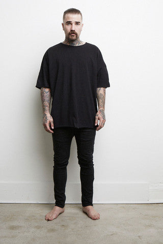 Knomadik - Oversized Tee Black - COMMON