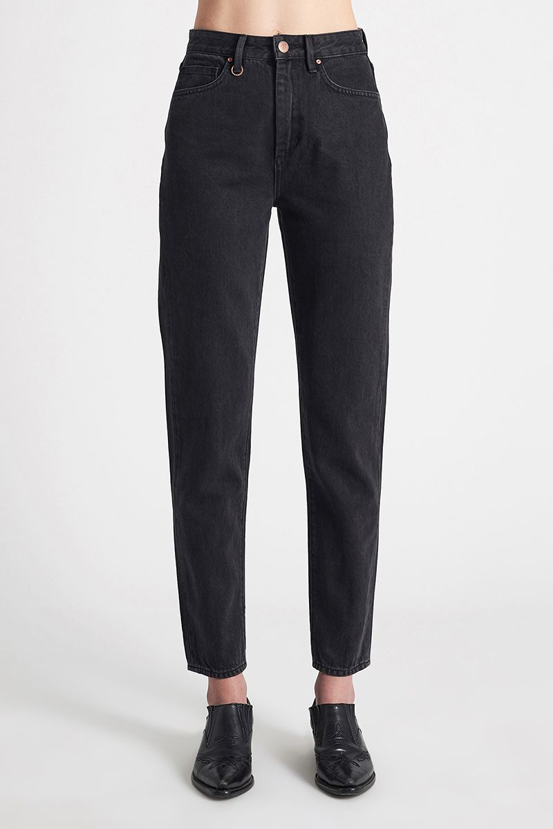 NEUW Lola Mom Tapered Jeans – Stoned Black - THENINETYNINE