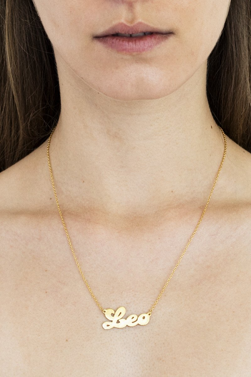 Leo Zodiac Nameplate Necklace – 18k Gold Plated