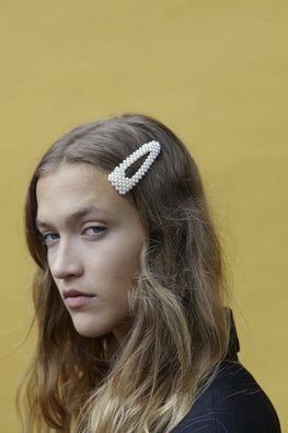 VALET x Reliquia 'Fabiana' Hair Clip – Pearl - THENINETYNINE