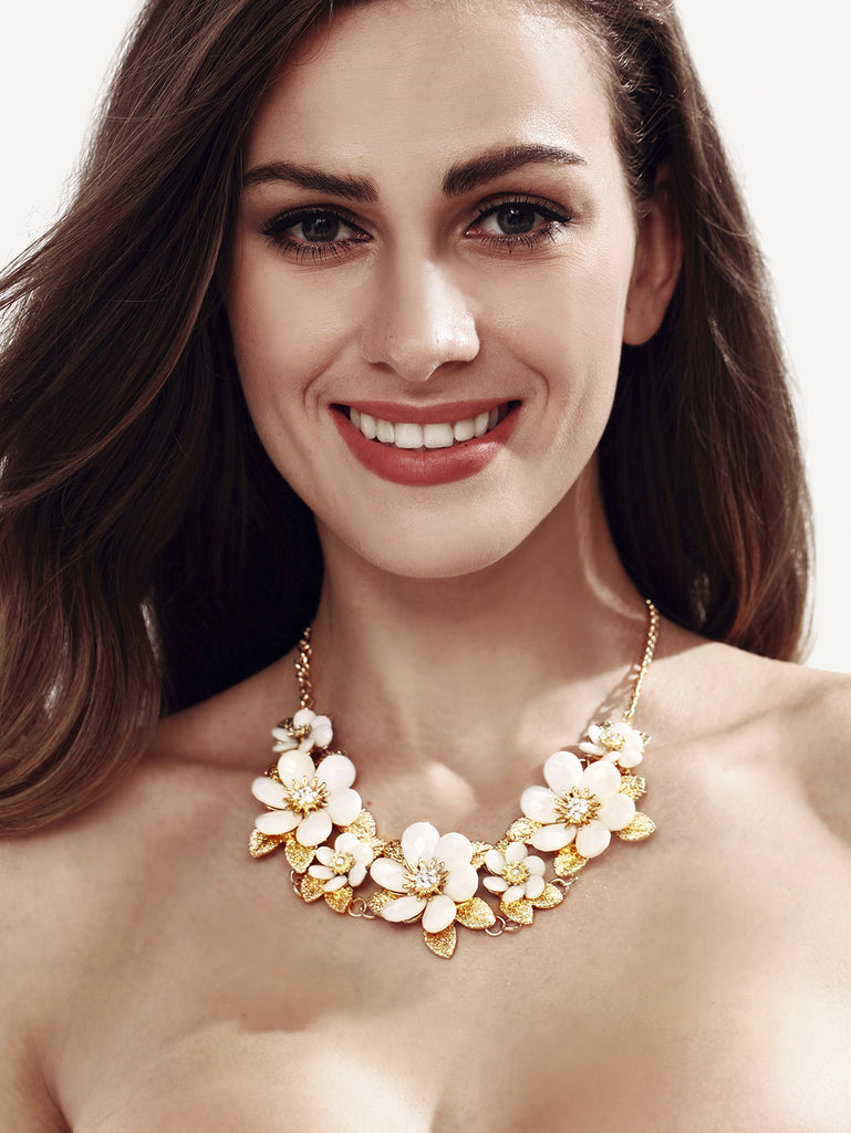 White Resin Flower Chain Necklace - The Style Syndrome  - 1
