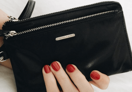 Natalie Roos reviews the 9720 Venice Wristlet purse - and loves it!