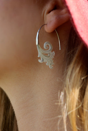 LADLI EARRING - Silver and mother of pearl