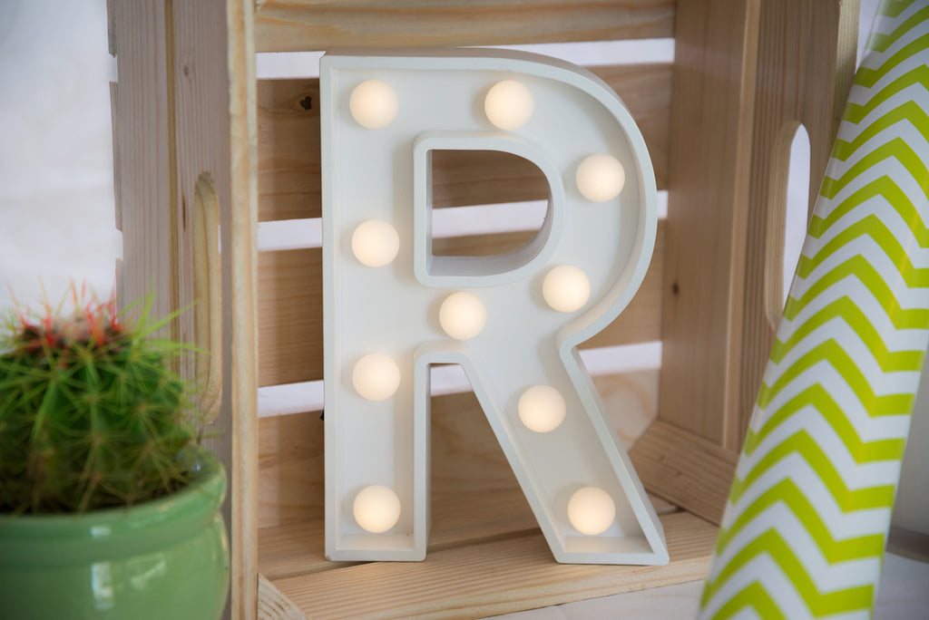 "9"" (R) WOOD MARQUEE LETTER"