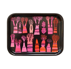 Tray with scandi-style in 60s colour pink and orange tree-print on black