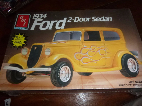 AMT 1934 Ford 2 Door Sedan 6510 1/25 Model Car Mountain KIT FS