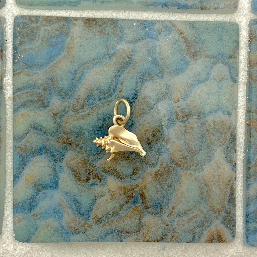 14k Yellow Gold Small Conch Pendant - DePaulas