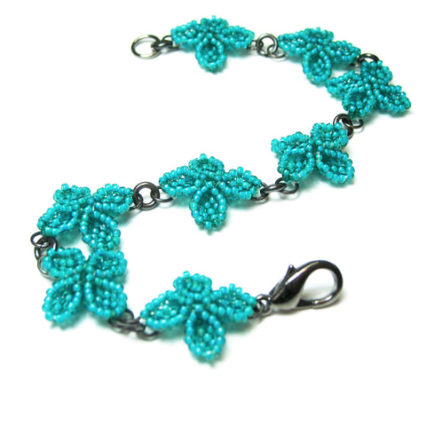 Heart in Hawaii Quatrefoil Ixora Flower Beaded Bracelet - Jungle Green