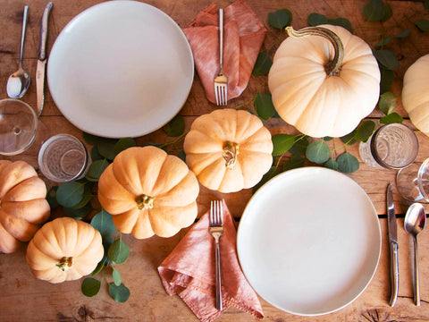 The 2020 Thanksgiving Table Decor Guide for Every Style