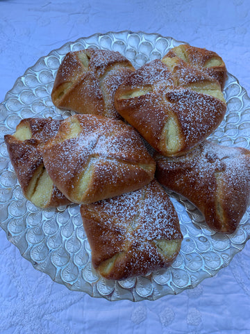 Cheese Danish/ Poale'n Brâu/ Brânzoaice