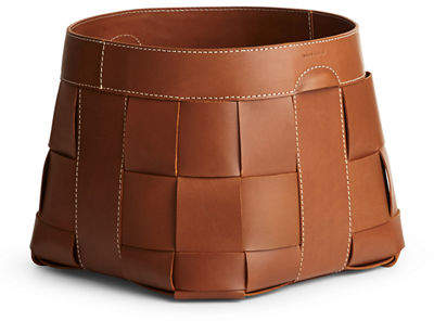 The Ralph Lauren Large Hailey Brown Basket is crafted from supple sunbleached leather in an intricate basket weave.