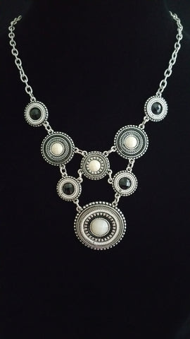 Multi Circle Necklace Blck-Wht