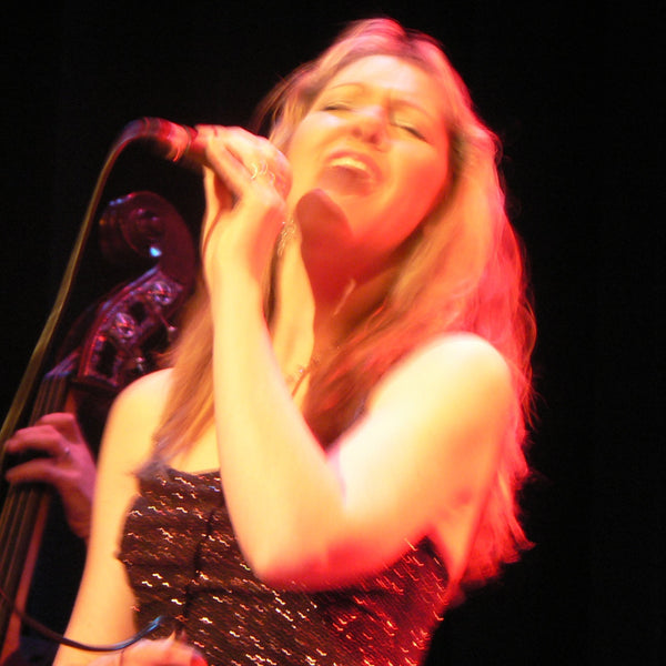 April Phillips - Solo Singer - Wellington