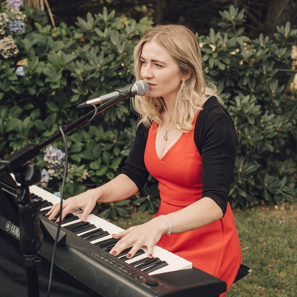 Elly Rydge - Singer Pianist Jazz and Covers - Christchurch