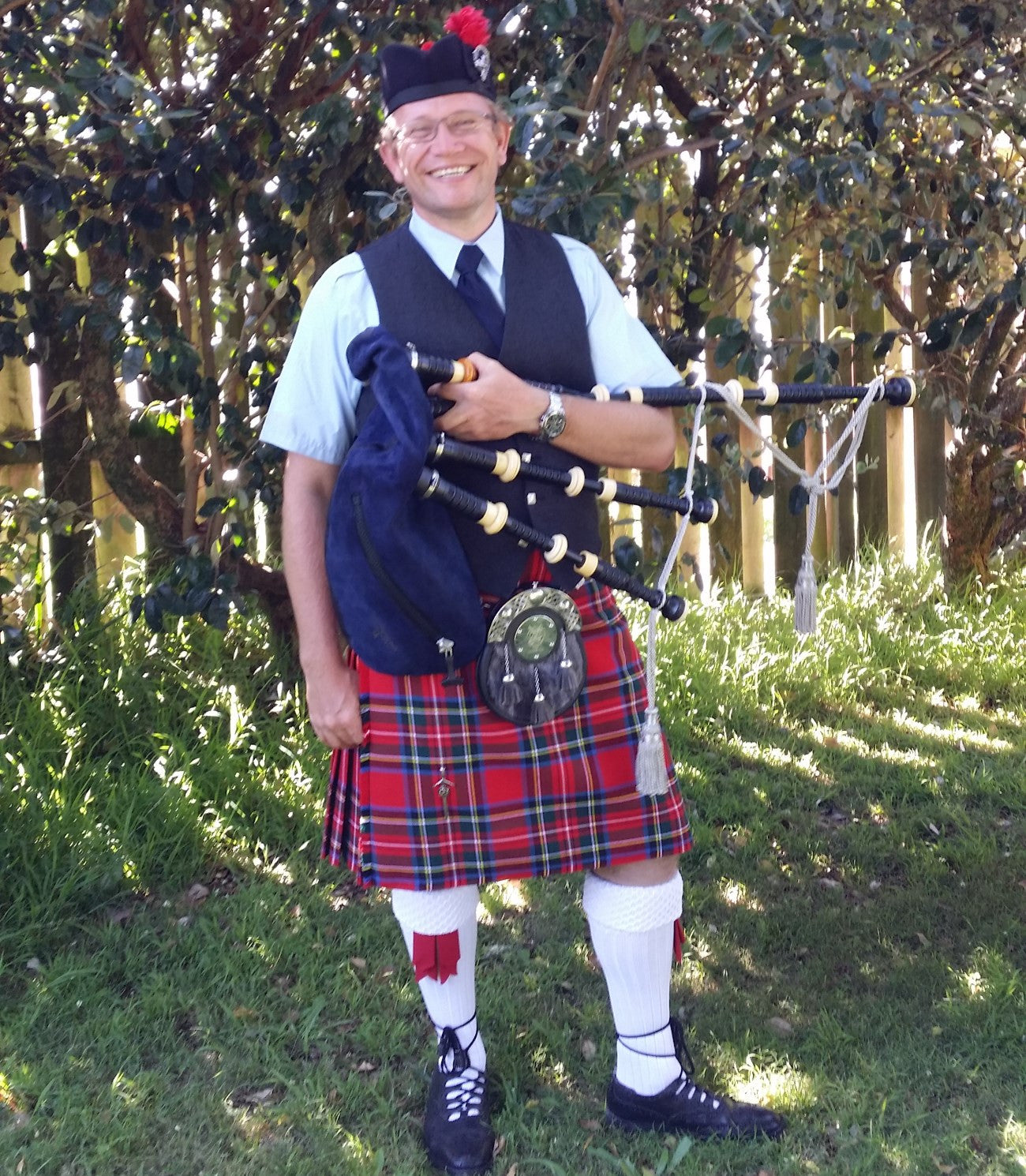 michel tent solo bagpipe player auckland pme entertainment