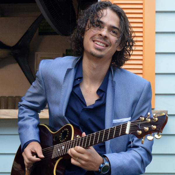 Ricky de Medeiros - Acoustic Latin American Guitarist - Auckland