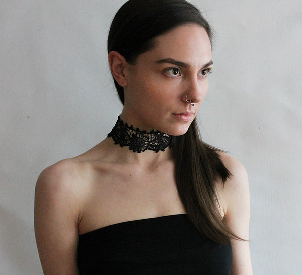 bebe wide lace choker
