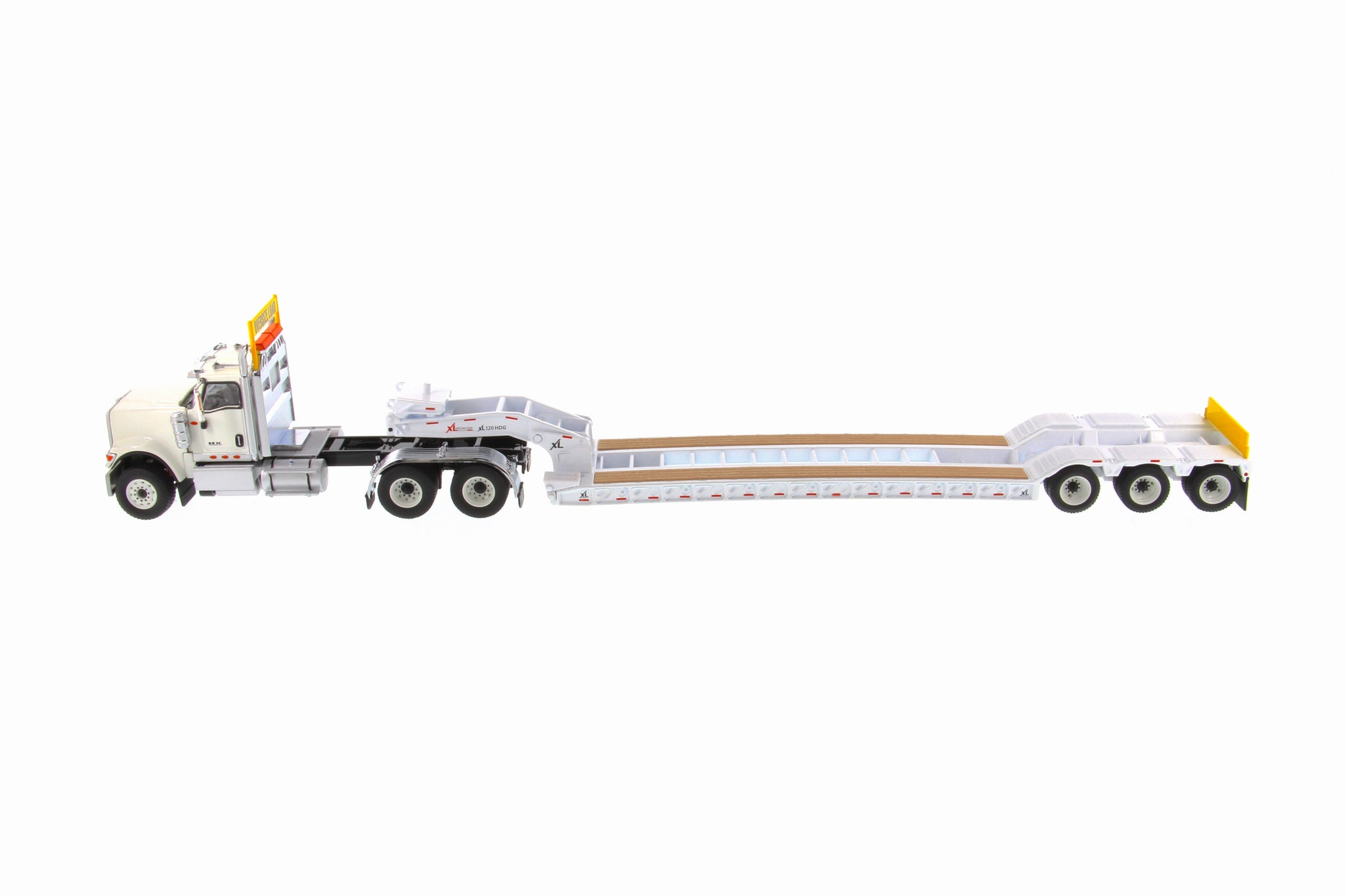 Internation HX520 Tandem White with XL120 Low Profile Detatch G/Neck Trailer