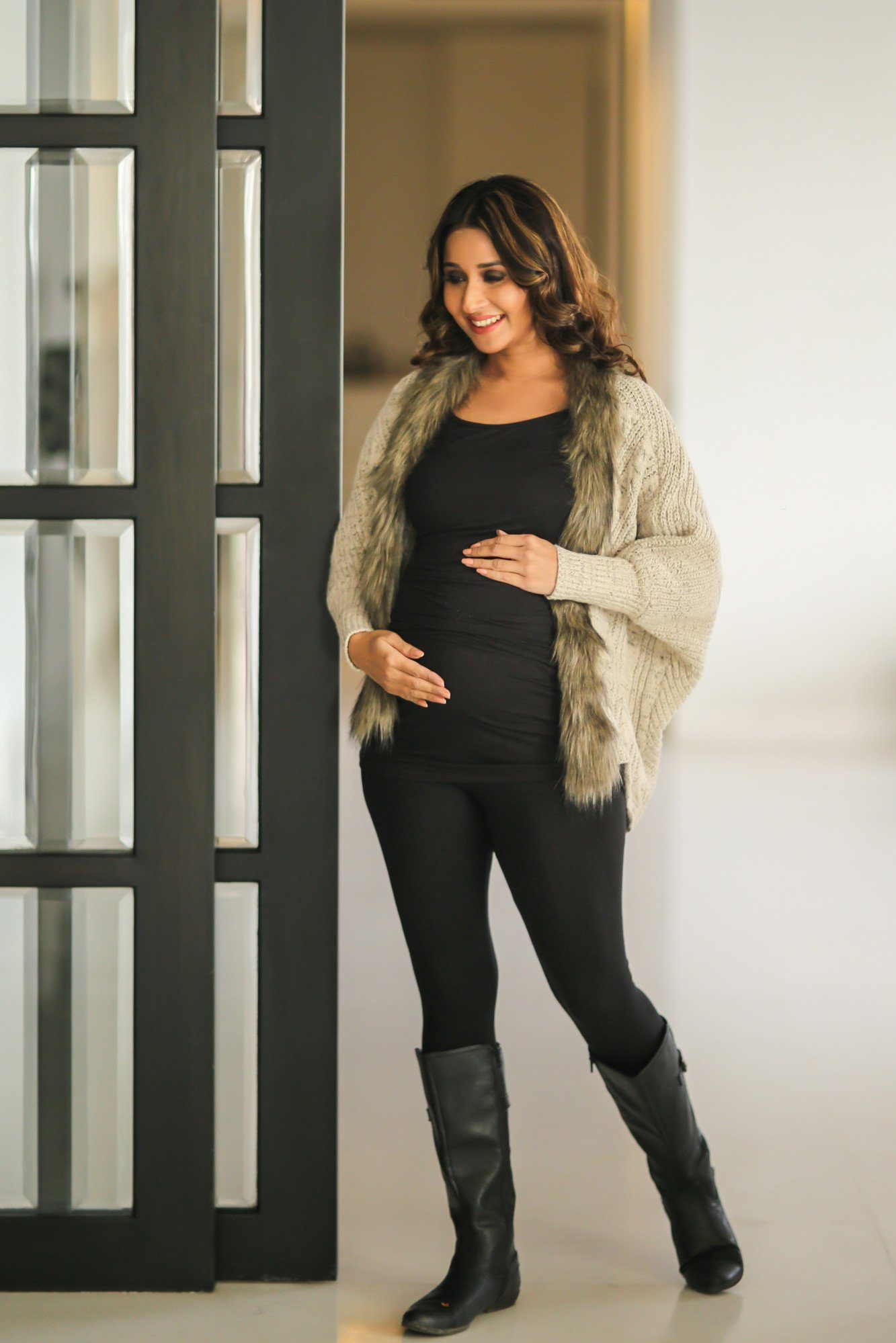 Beige Woollen Maternity Cape with Fur - MOMZJOY.COM