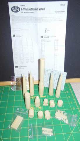 New Ware 1/144 Construction kit R-7 Voskhod 1 or 2 launch vehicle - NW112