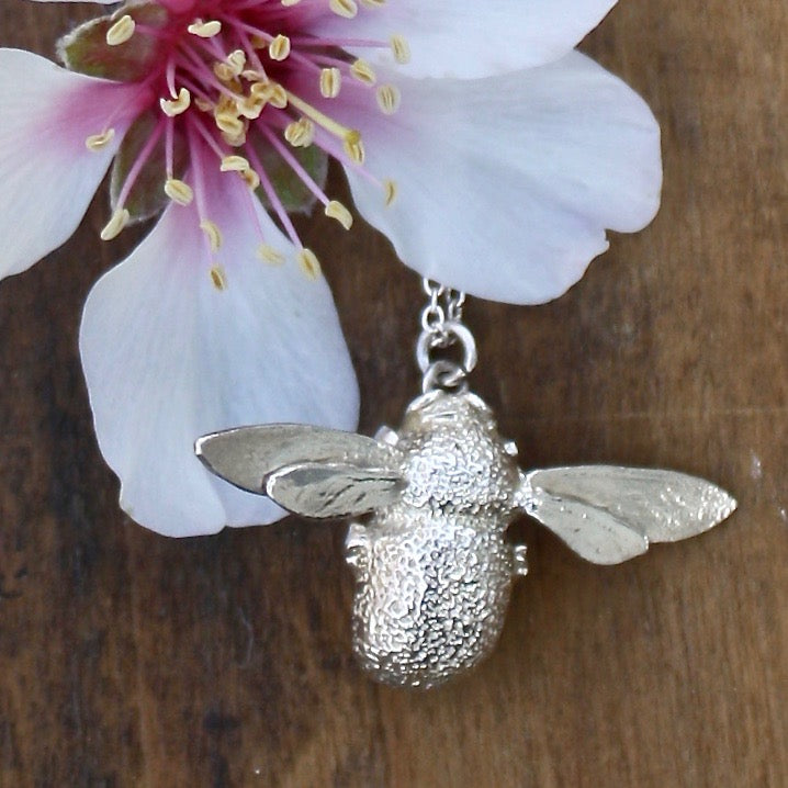 bumblebee necklace silver - Alex Monroe - Portobello Lane
