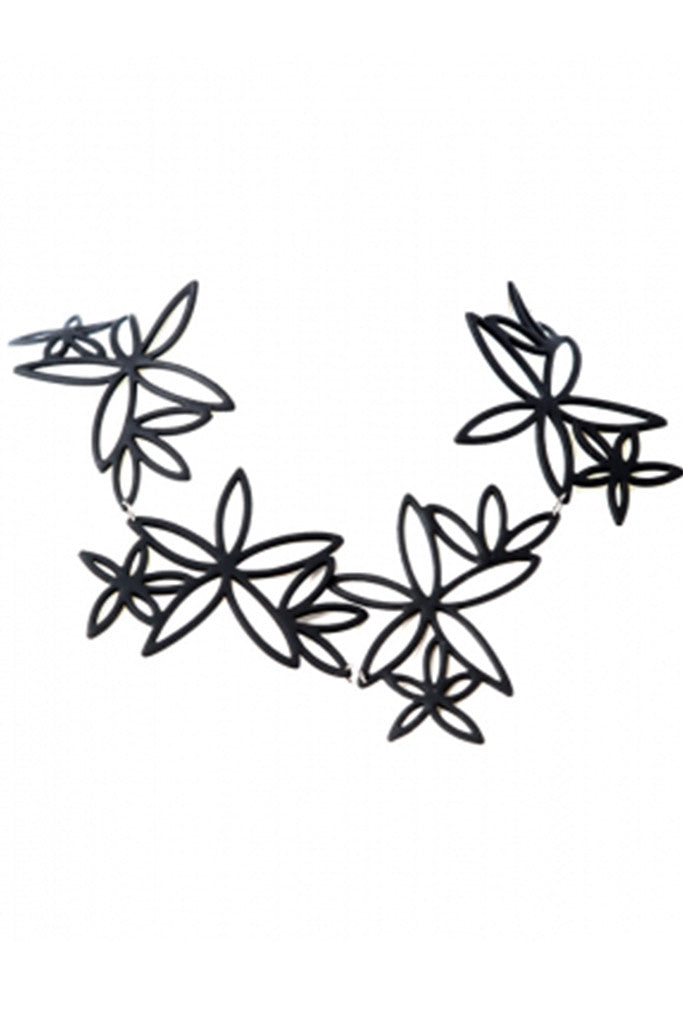 STRING FLOWER CHOKER
