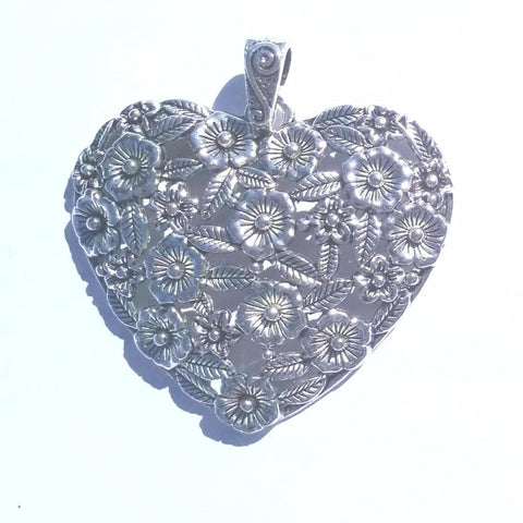 Heart Pendant with Flowers and Leaves (1 Pendant)