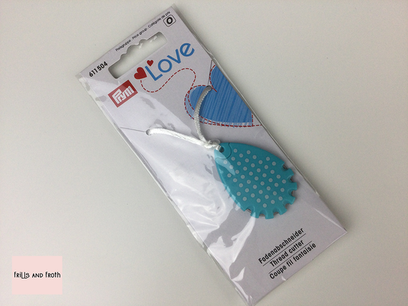 611504 Prym Love Thread Cutter. Blue polka dot thread cutter from the Prym Love collection. This handy size thread cutter by Prym in pale blue and white polka dot design, complete with neck cord to keep it handy while you sew. Perfect addition to your sewing and quilting essentials.