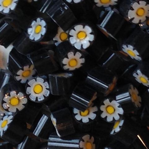 M07 - Black/White/Yellow Flower (9-10mm)
