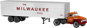 "Lionel 6-82846 - 40' Trailer w/ Tractor ""Milwaukee Road"""