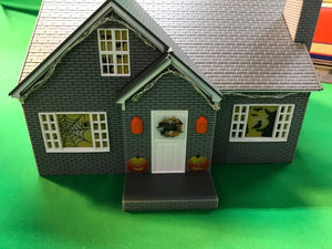 "Lionel 1929110 - Plug-Expand-Play ""Halloween"" House"