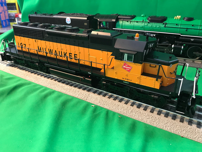 "Lionel 1933114 - Legacy SD40-2 Diesel Locomotive ""Milwaukee Road"" #197 (Non-Powered)"
