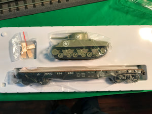 "Lionel 1926712 - 40' Flatcar ""New York Central"" w/ Sherman Tank #496271"