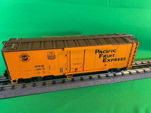 "Lionel 2026091 - 40' Plug Door Reefer ""Pacific Fruit Express"" #18015"