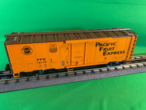 "Lionel 2026092 - 40' Plug Door Reefer ""Pacific Fruit Express"" #18118"